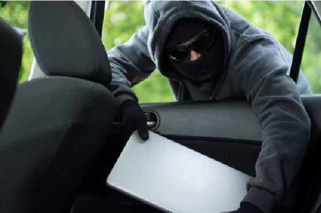 سرقت لب تاپ درون خودرو