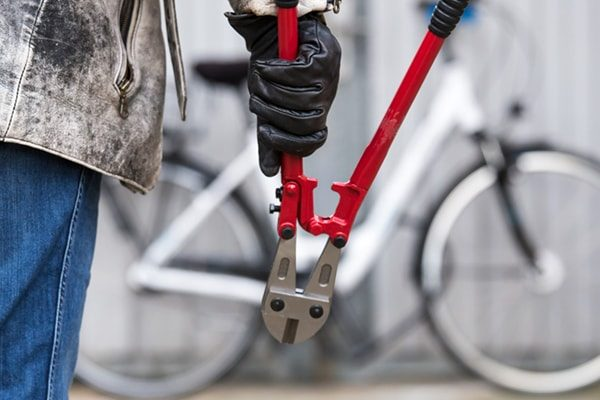 تامین امنیت دوچرخه با قفل و زنجیر چرخ