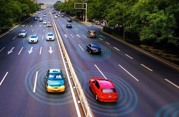 با کمک جی پی اس همه رفتارهای پرخطر راننده مانند سرعت غیر مجاز را میتوان کنترل کرد، ماشین ها در خیابان